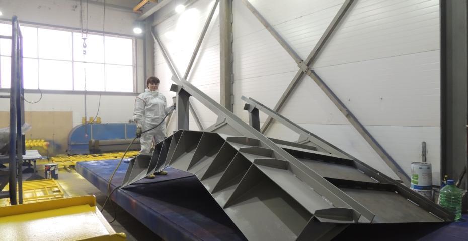 Новая покрасочная камера Киселёвского завода горного оборудования