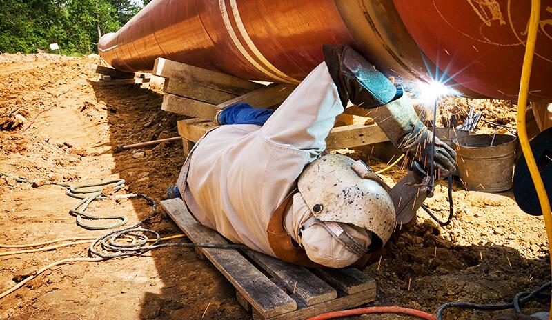 Применение ручной дуговой сварки в процессе строительства трубопроводов